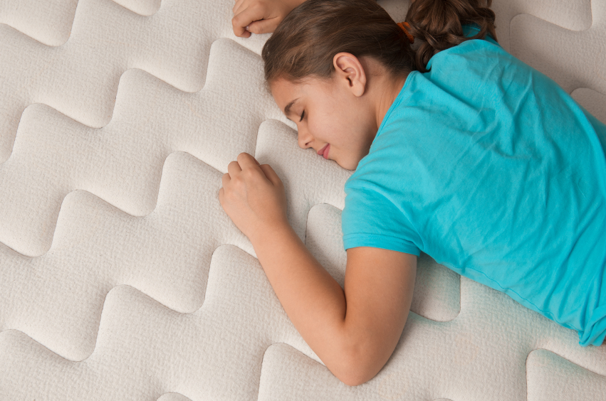 Make mattress shopping easy with our six simple mattress testing tips.