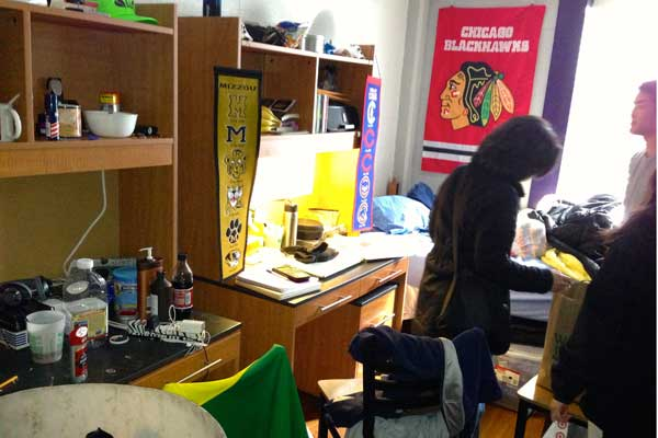 Going to collge: Inside a messy dorm room