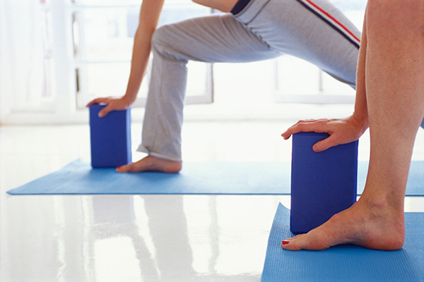 Must-Have Yoga Accessories: Blocks, Straps and Blankets ...
