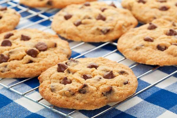 KitchenAid stand mixer and cookies
