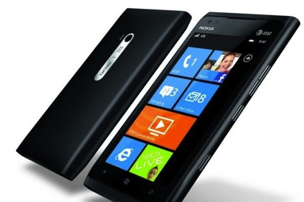 2nokia_lumia_900_black-580x471