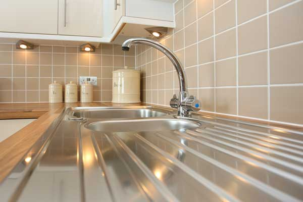 While modern kitchens look nice and sleek, they can be a pain to clean. Here's how to clean stainless steel kitchen appliances.